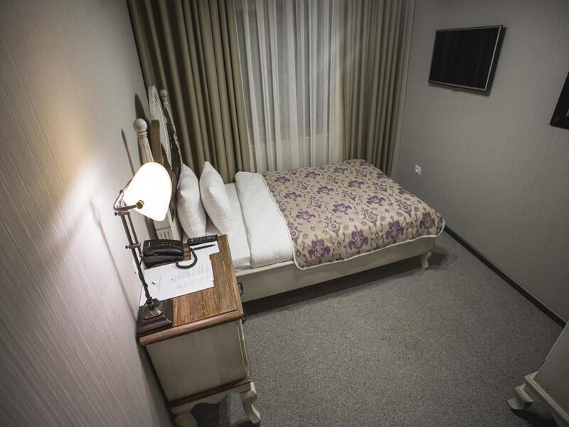 Single Room with Bathroom1