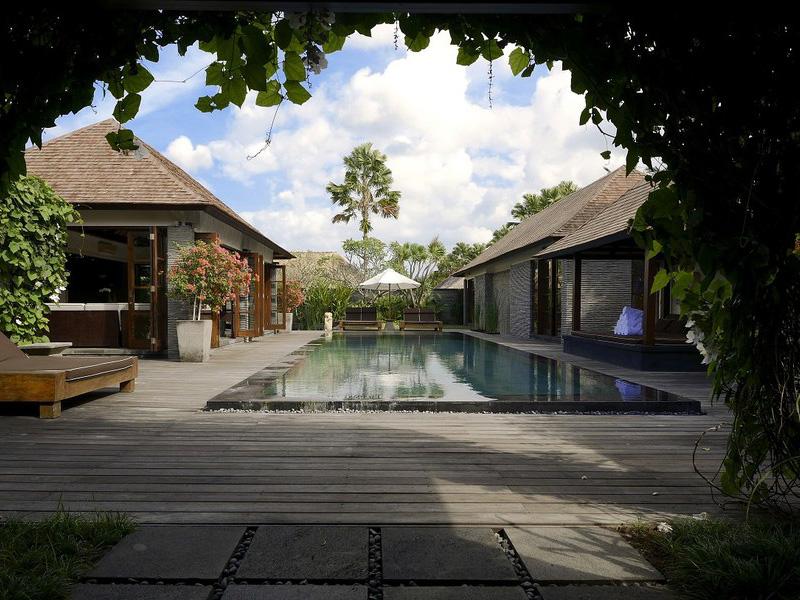 Three Bedroom Royal Pool Villa4