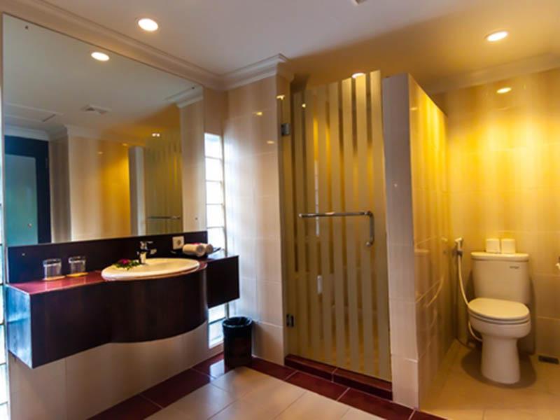 bathroom - deluxe room 02