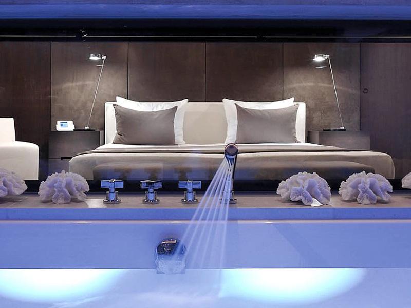 csm_Harisch-Suites-Kitzb_C3_BChel-Master-Badezimmer-mit-Blick-in-den-Master-Bedroom_01_73f305ef76.adaptive