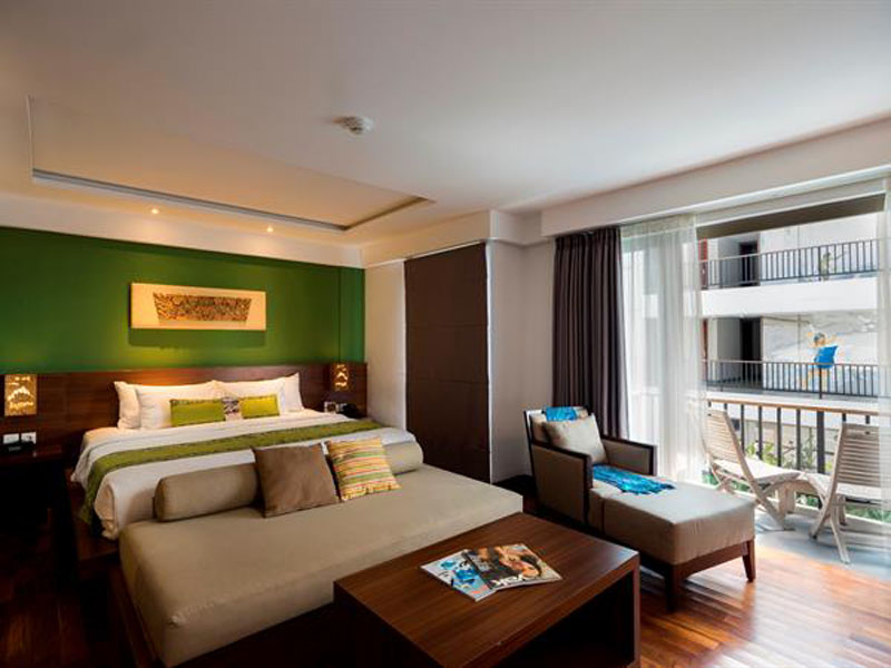 suite-room-pool-view (1)