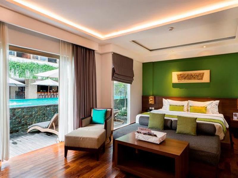 suite-room-pool-view