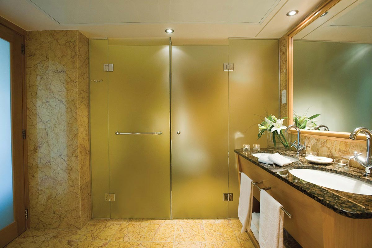 28-ASIMINA-SUITES-HOTEL-SHOWER-AND-WC