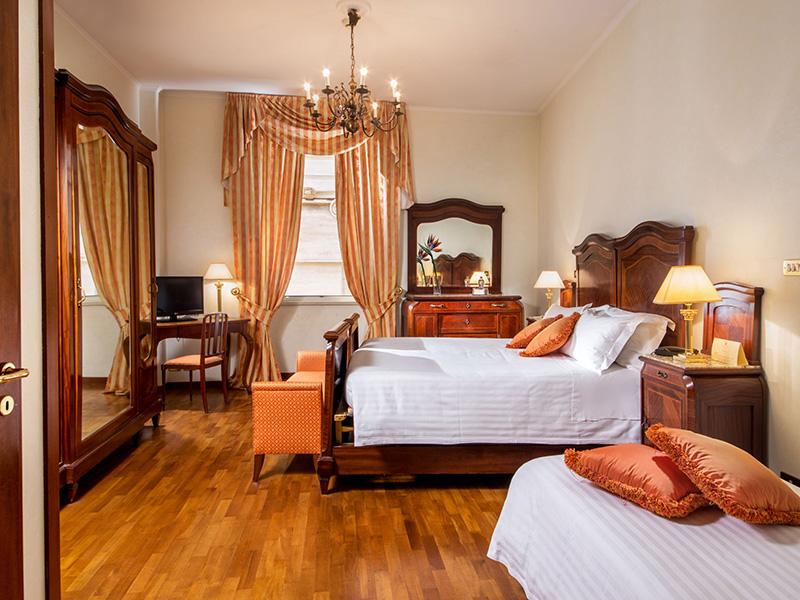 9-hotel-cesari-chambre-famille-01