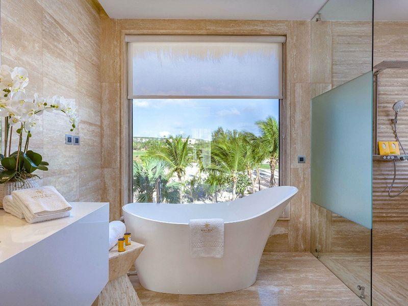 Beachfront One Bedroom Suites5