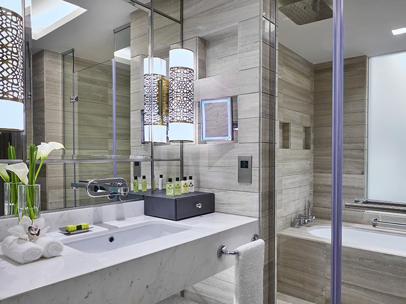 Club_Bathroom