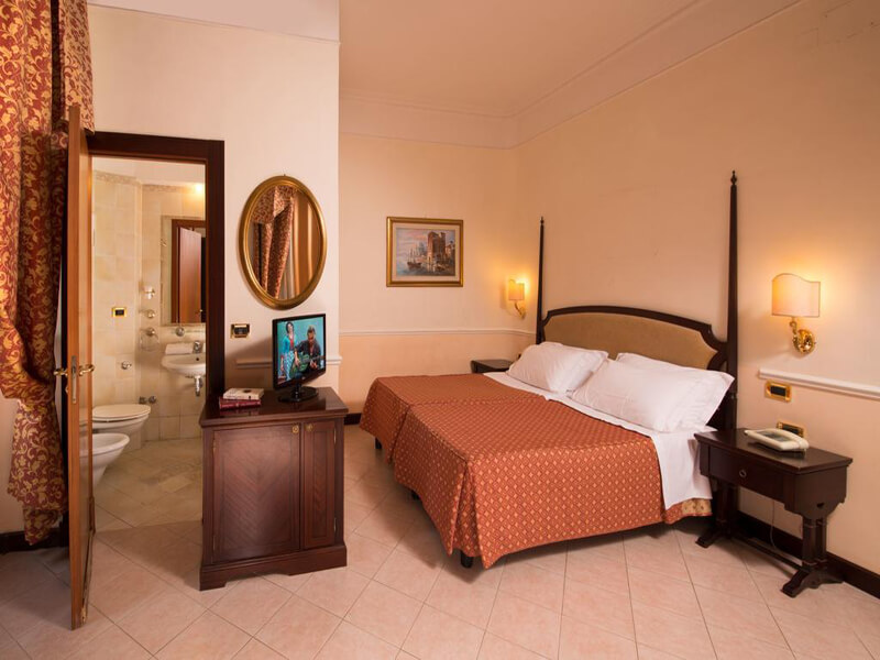 Double Room (1 Adult)2