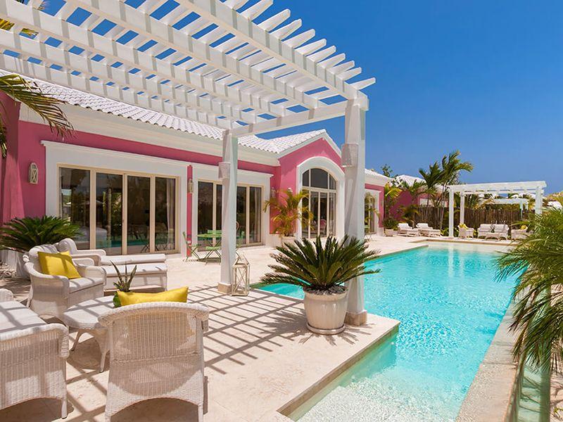 Luxury Pool One Bedroom Suites5