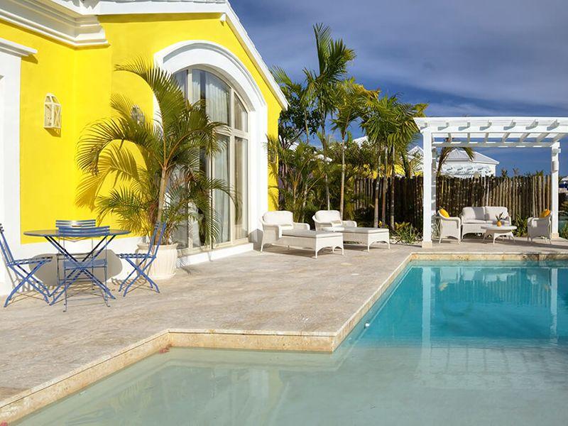 Luxury Pool One Bedroom Suites9