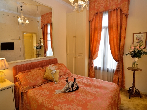 Small Double Room French Bed