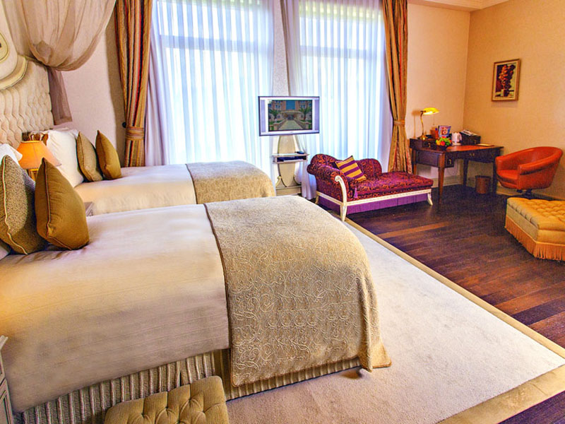 excelsior-hote-deluxe-twin-room-front2-photo