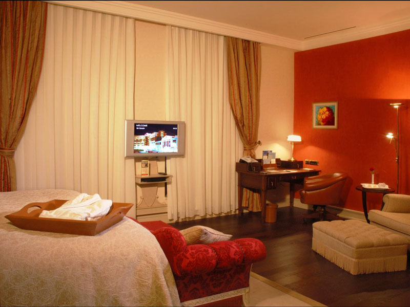 excelsior-hotel-deluxe-double-room-photo-second-high