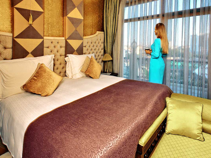 excelsior-hotel-royal-suite-room-photo-main