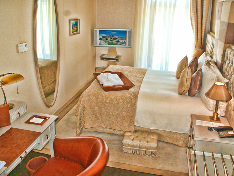 excelsior-hotel-standard-double-room-photo-fifth-high