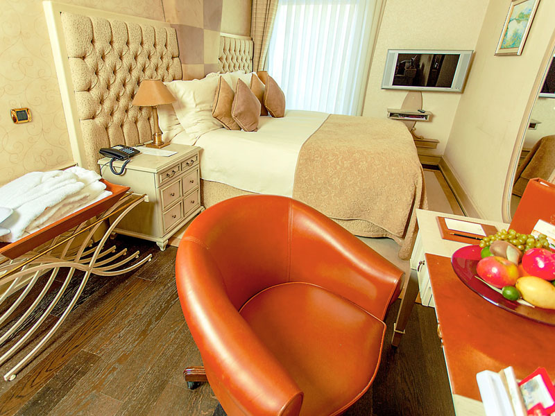 excelsior-hotel-standard-double-room-photo-sixth-high