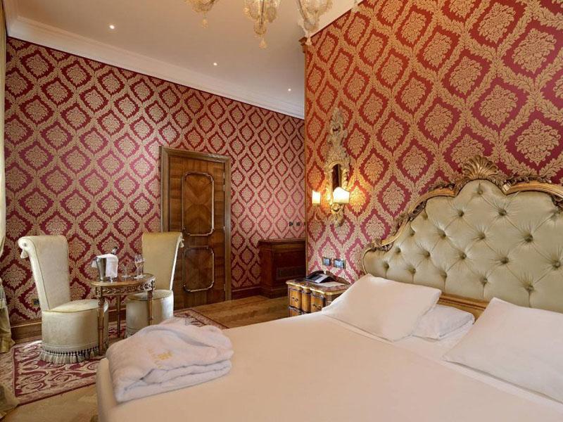 hotel_ai_reali_classic_room_gallery_01-1000x665