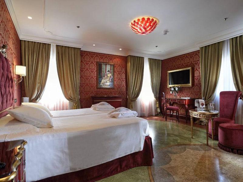 hotel_ai_reali_deluxe_room_gallery_01-1000x665