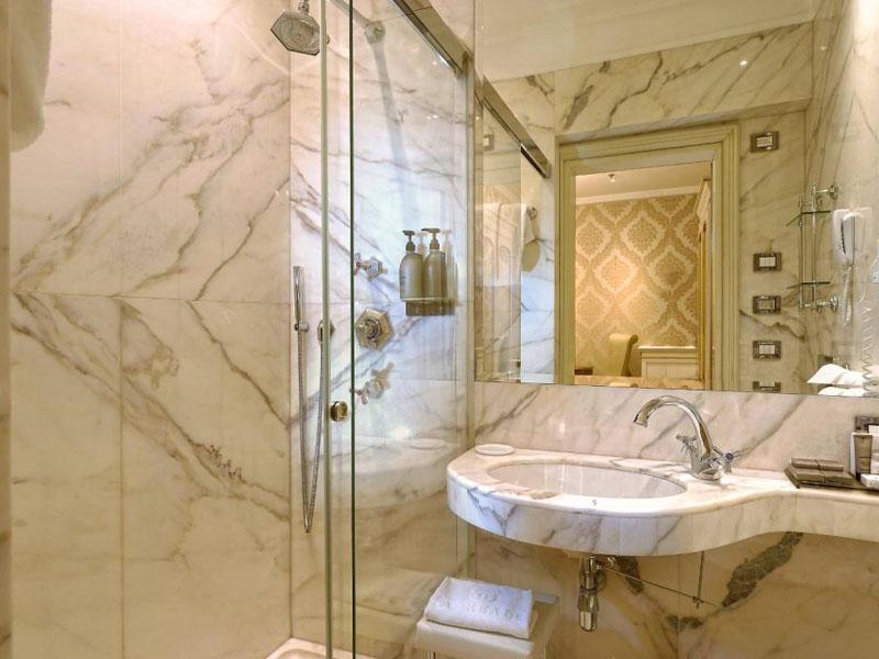 hotel_ai_reali_deluxe_room_gallery_010-1000x665