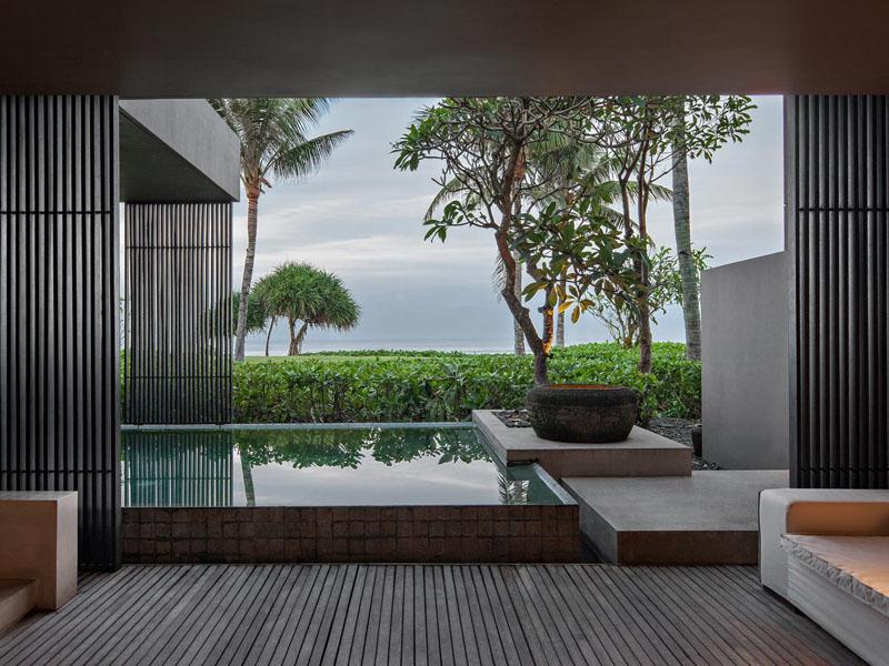 soori-bali-hotel-accommodations-directly-on-beach
