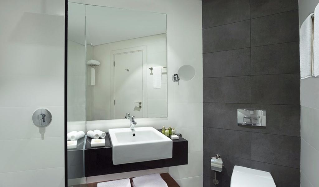 47488_bathroom_familyroom