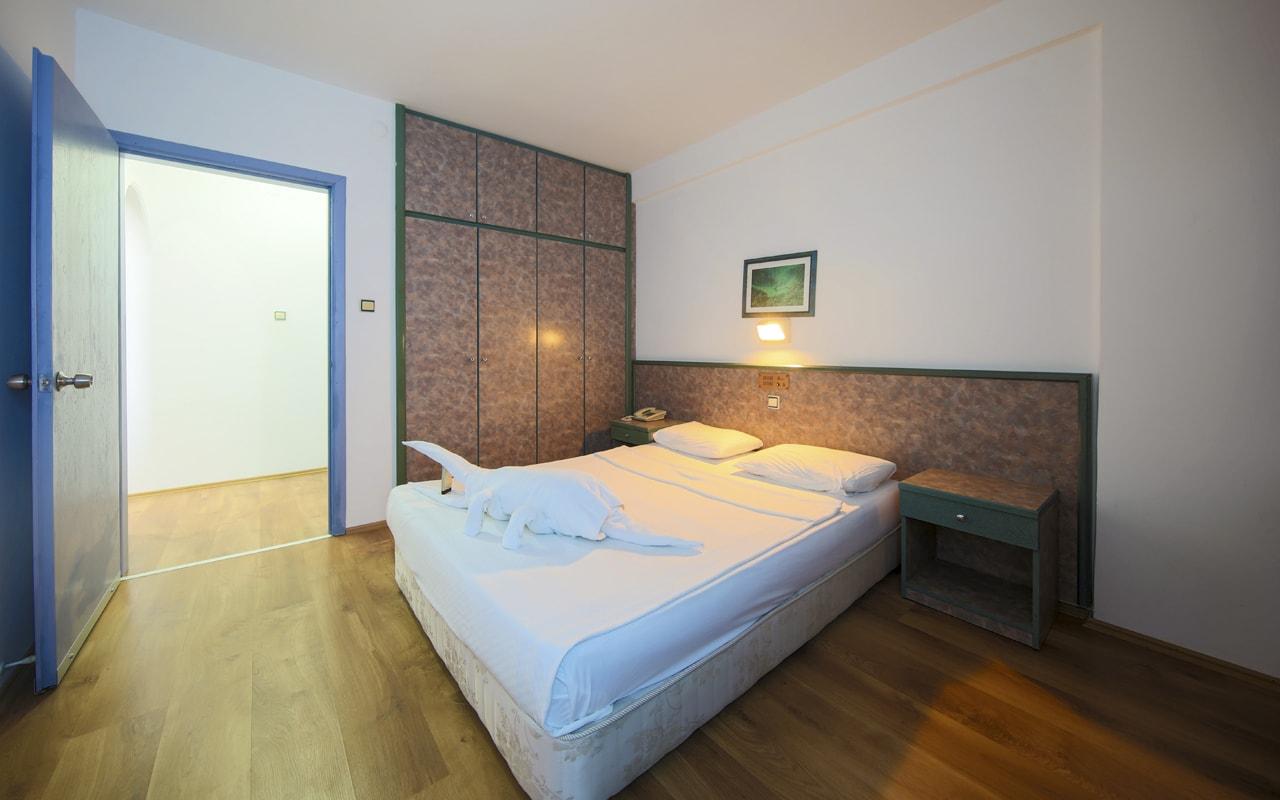 Blue Night Hotel (38)