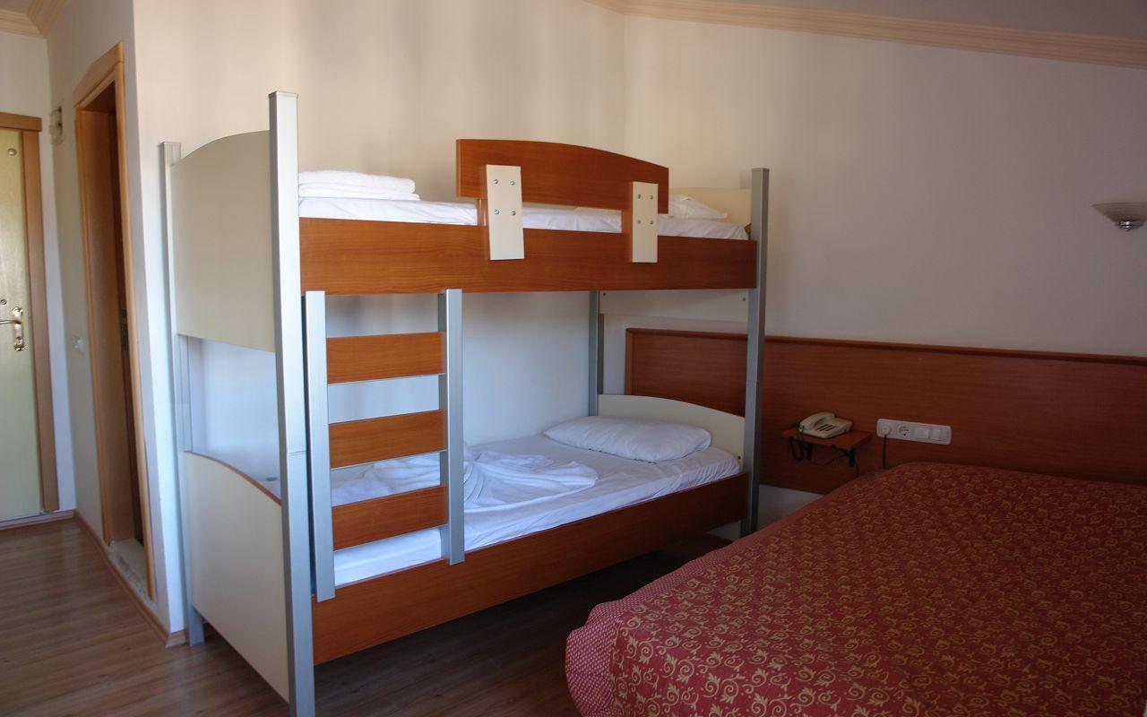 Mojna Hotel (1)-min
