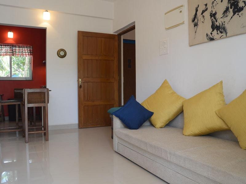 Room 12 Single Apt lounge living (1)-min