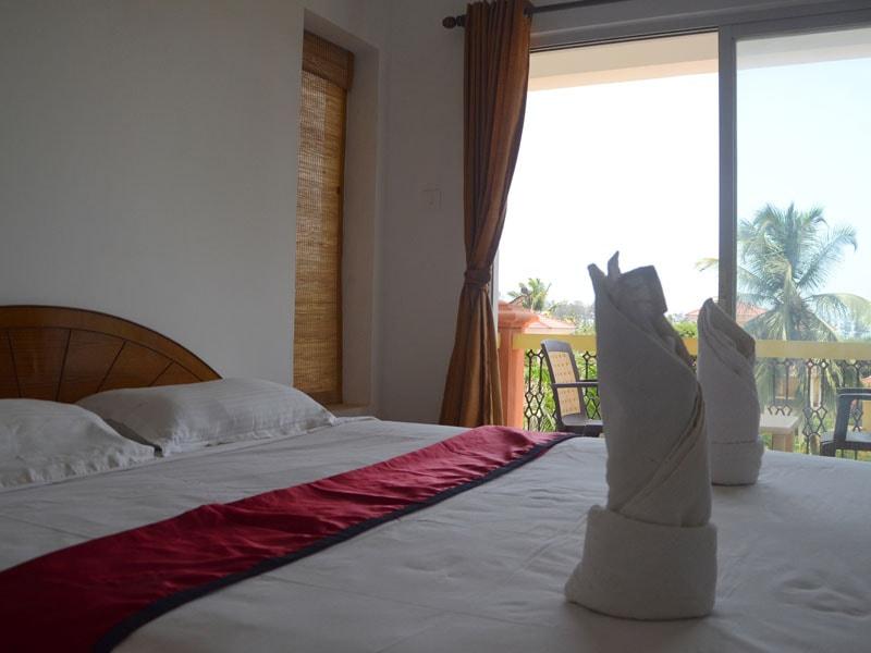 Room 9 Queen size double bedroom (6)-min