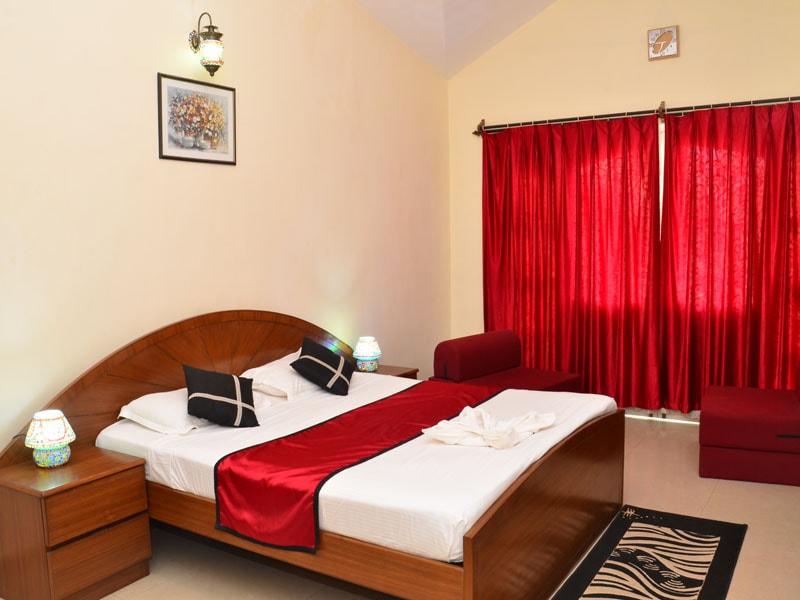 Room King Size bedroom-min