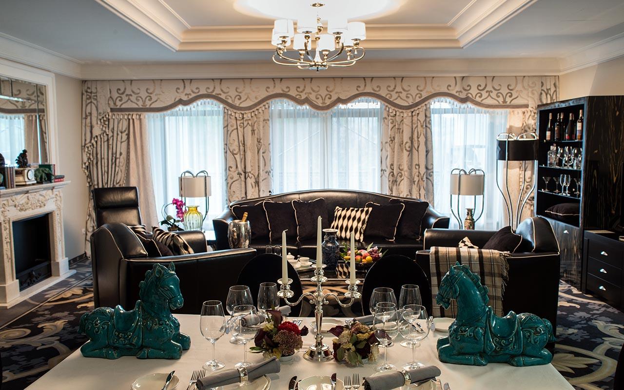 00009b_Suite_Living Room