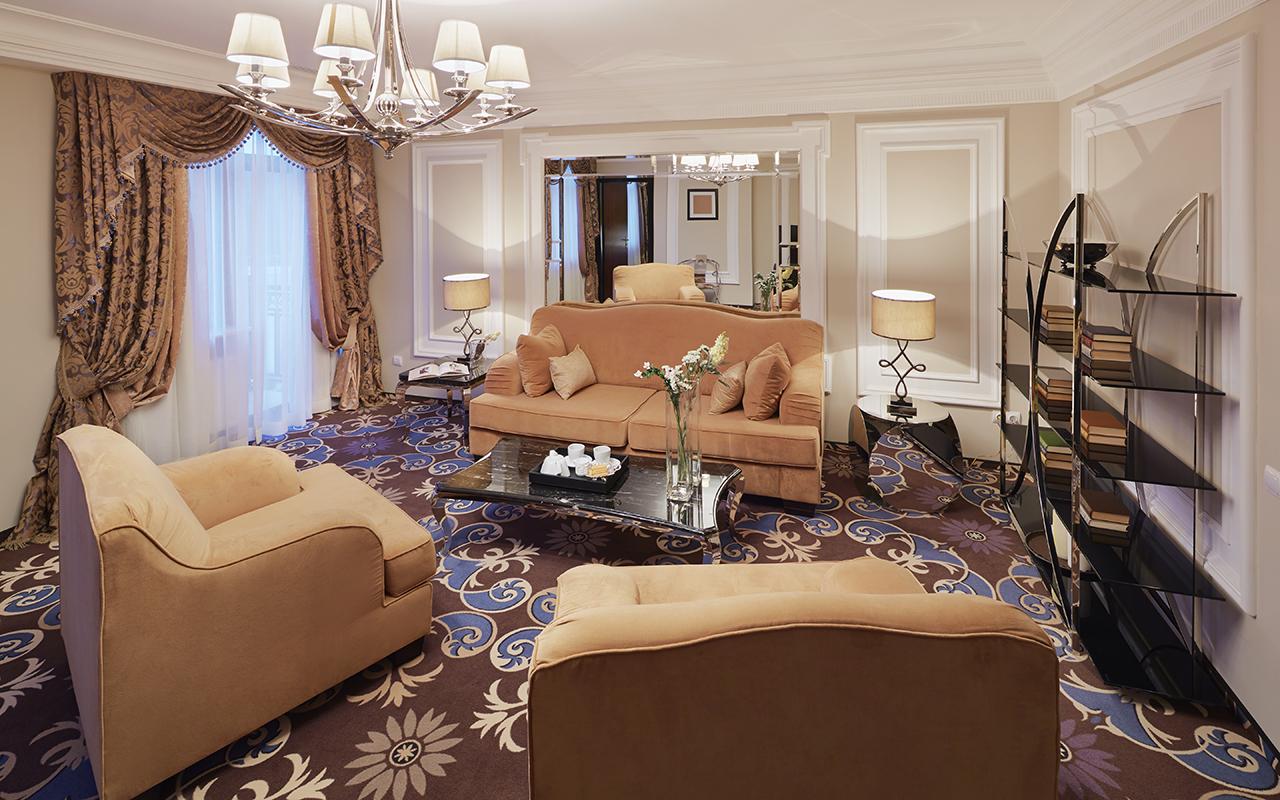 00012_Suite_Living_Room