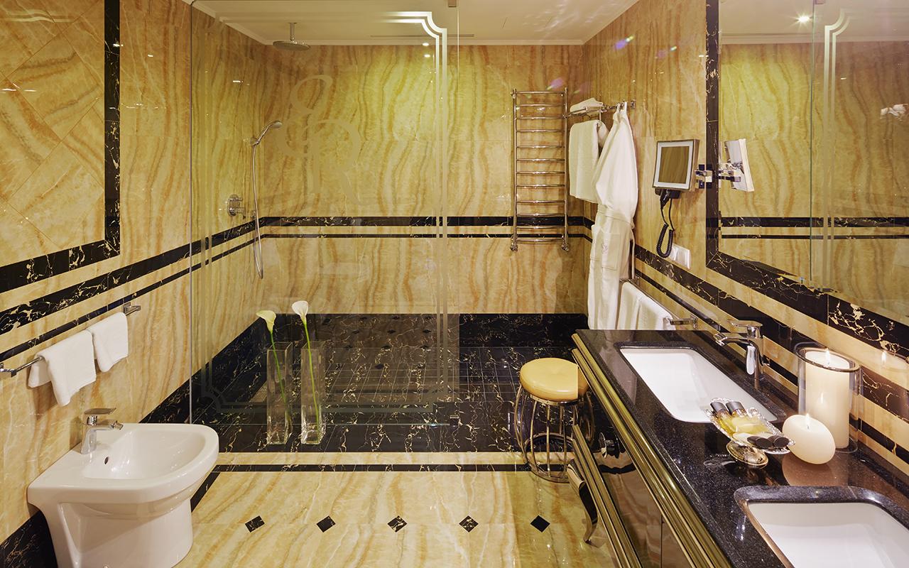 00013_Suite_Bathroom