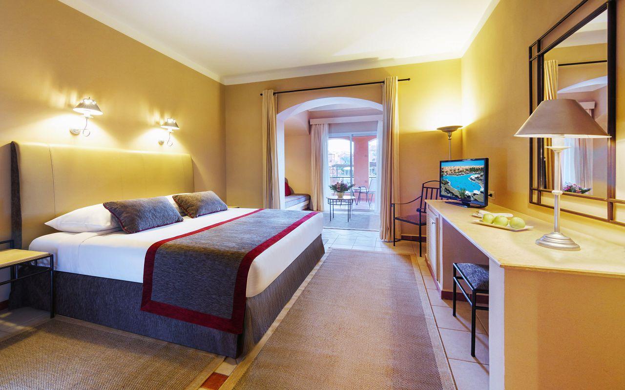 Room-Queen-Bed