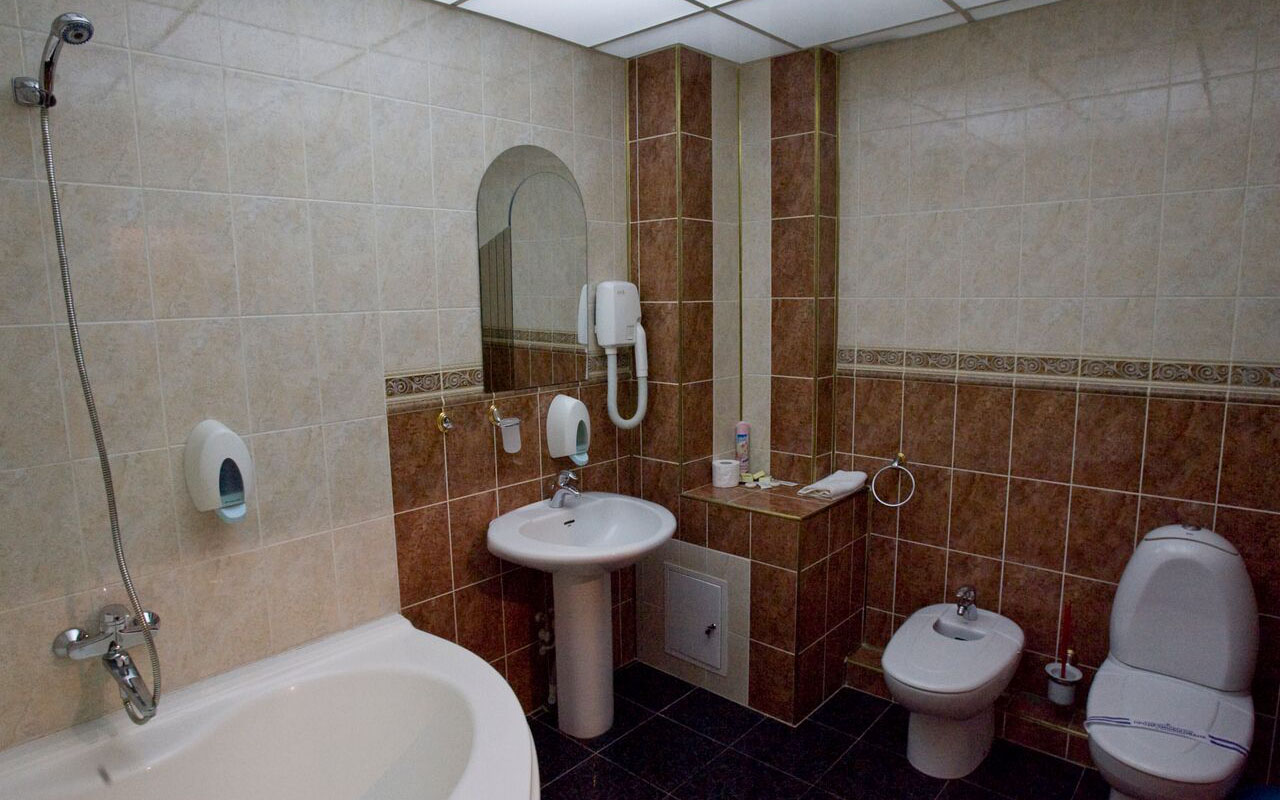 Semisuite Bathroom