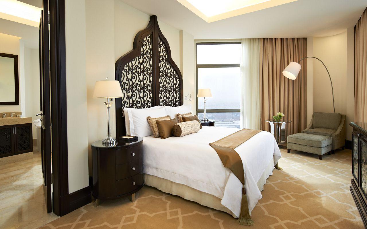 Caroline Astor Suite Bedroom-min