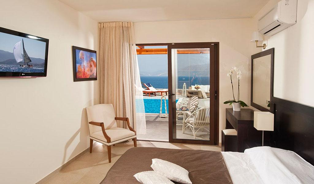 rooms_76948391_suite_one_bd_sv_pool1