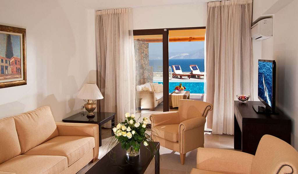 rooms_76948391_suite_one_bd_sv_pool2