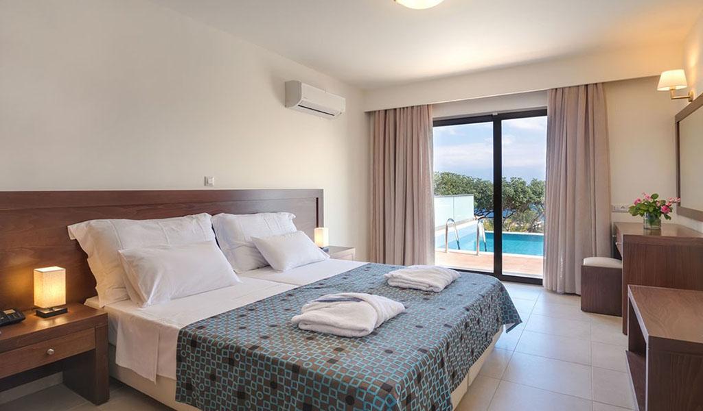 rooms_76948391_suite_one_bd_sv_pool3
