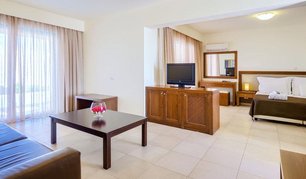 rooms_76948391_suite_one_bd_sv_pool6