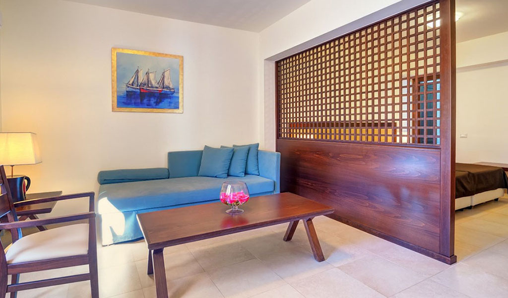 rooms_76948391_suite_one_bd_sv_pool7
