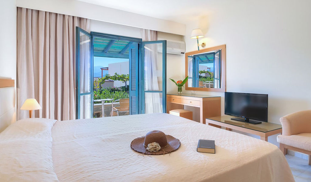 rooms_76948392_double_room_ssv1