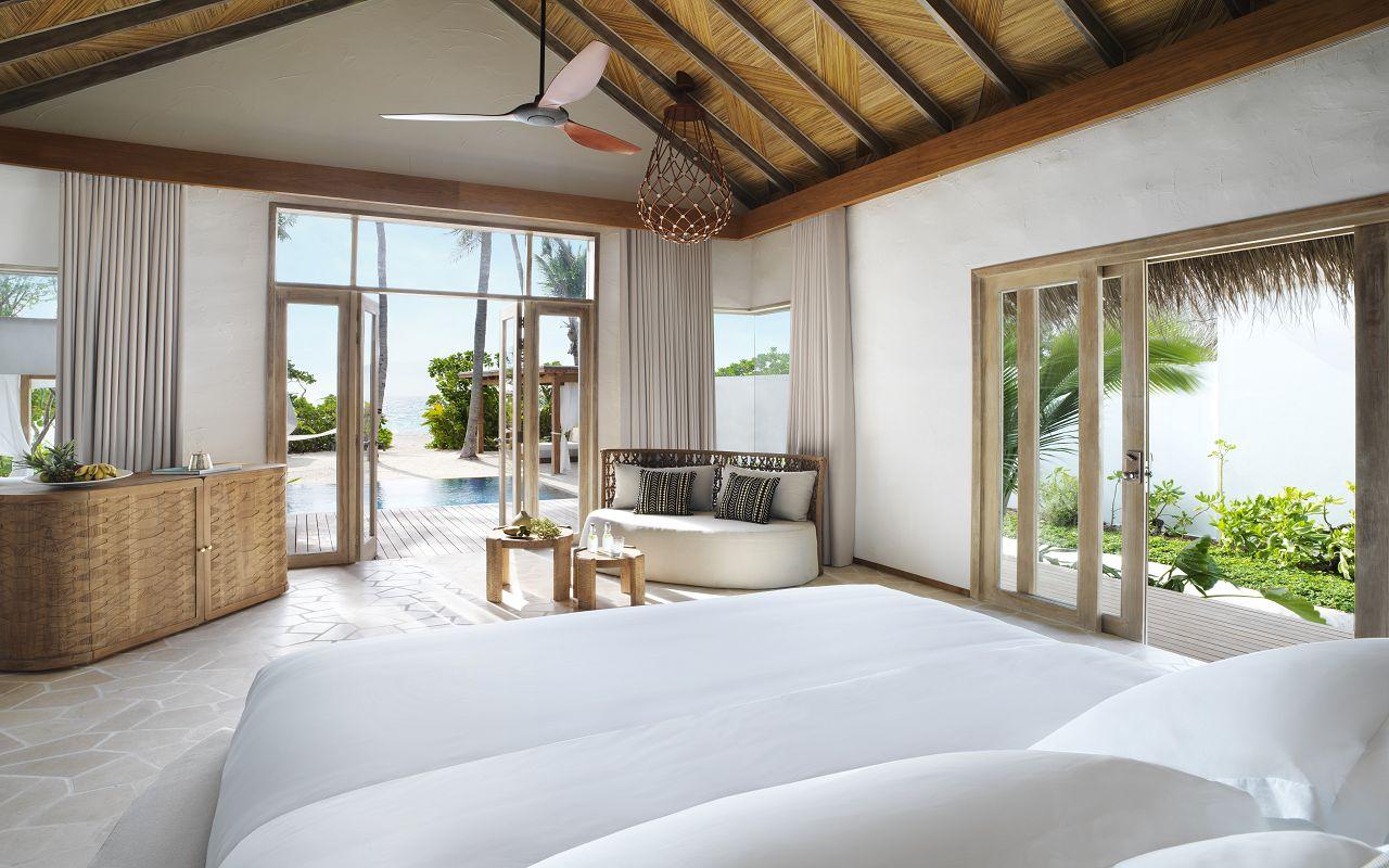 DELUXE BEACH SUNSET VILLA BEDROOM.1