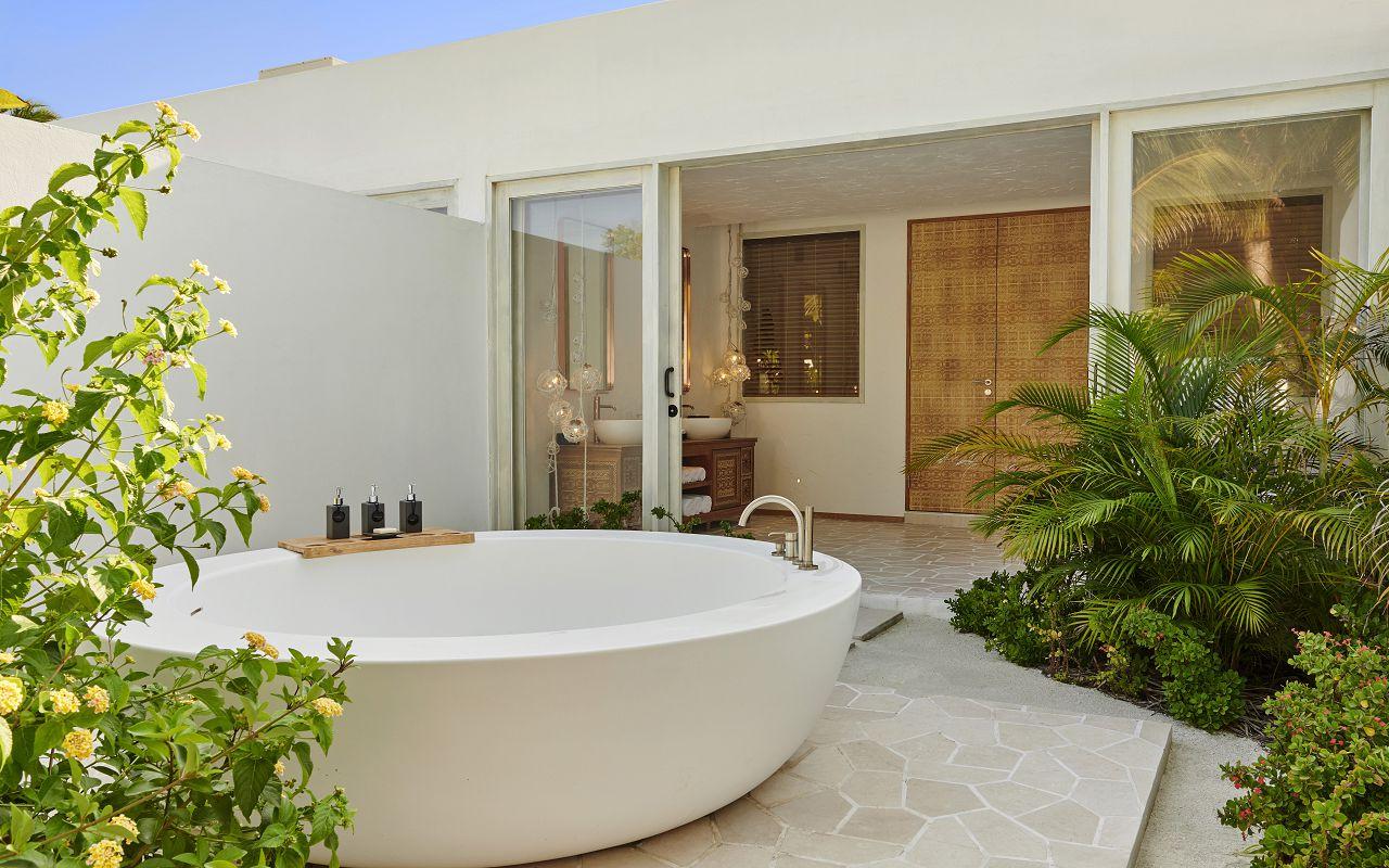 THREE BEDROOM BEACH SUNSET VILLA BATHROOM
