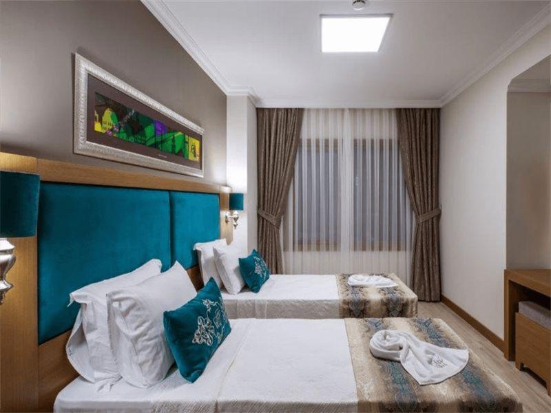 Triple-Room1.l