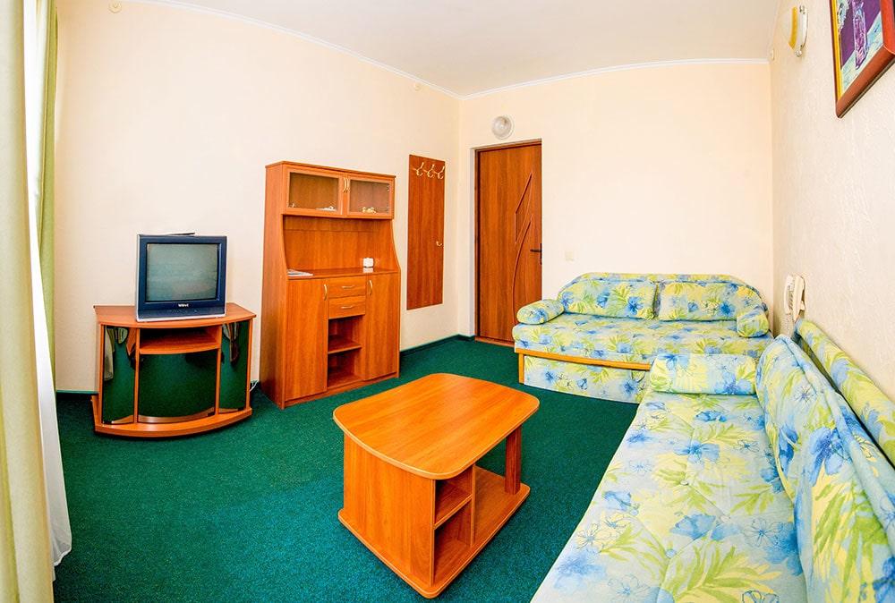 Двухкомнатный люкс 4 человека FAMILY ROOM6-min