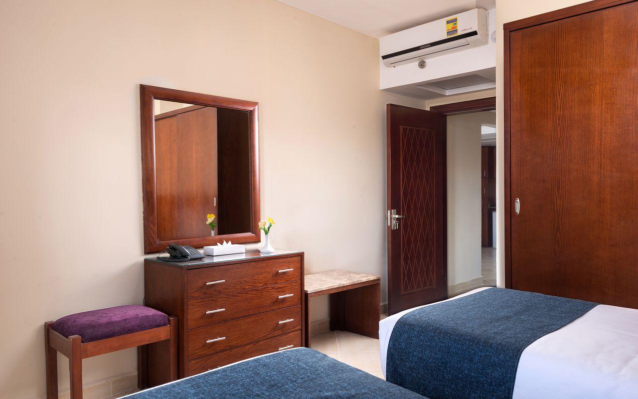 Room 5 (10)