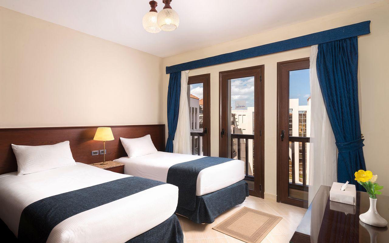 Room 5 (9)