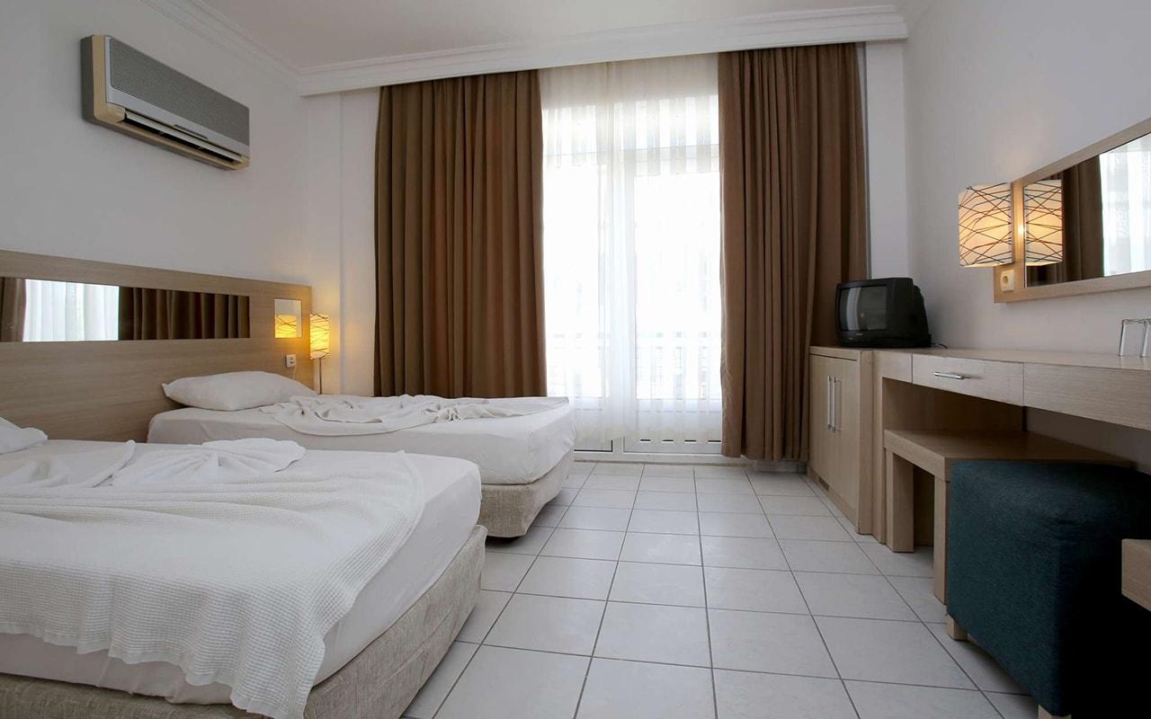 Twins Hotel (3)