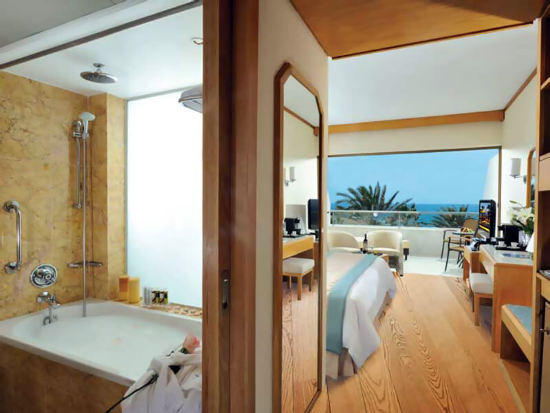 24 PIONEER BEACH HOTEL SUPERIOR DELUXE ROOM SV (1)