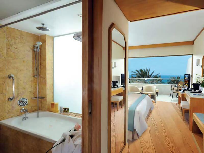 24 PIONEER BEACH HOTEL SUPERIOR DELUXE ROOM SV